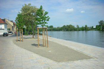 Flussufer mit Hansegrand-Verarbeitung