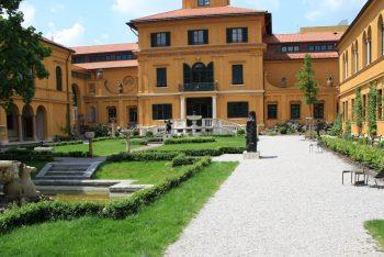 Villa mit Hofgarten