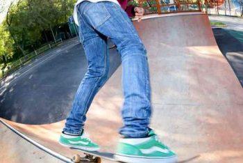 Skater auf Halfpipe Nahaufnahme
