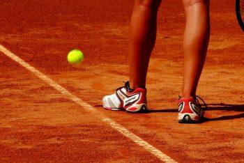 Tennisplatz Nahaufnahme mit Spieler