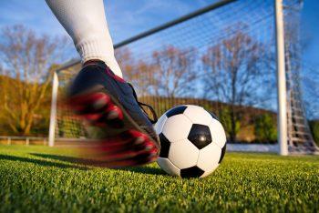 Nahaufnahme Schuss auf Fußballtor