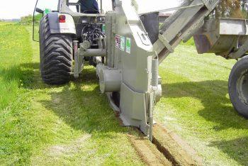 Pflugmaschine für Rasenflächen SRS Sportplatzbau