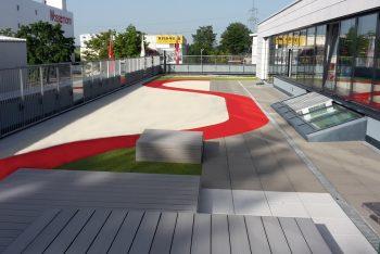 Terrasse mit Fallschutzfläche